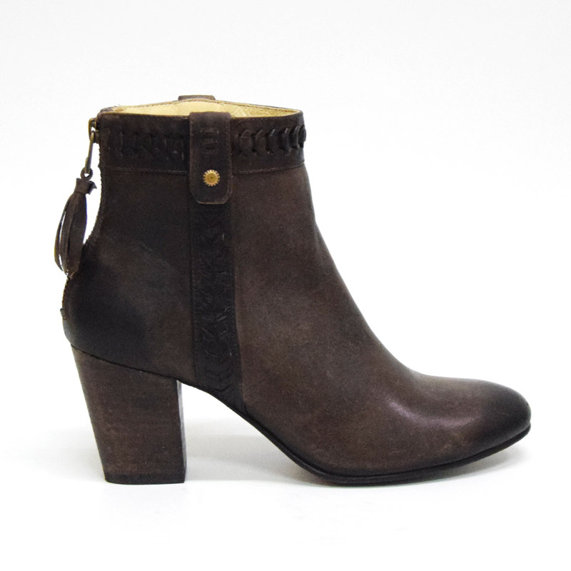 Lia Dark brown